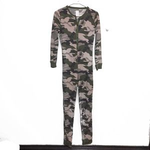 Unworn Green Camo 1 Piece Thermals Pajamas XS S